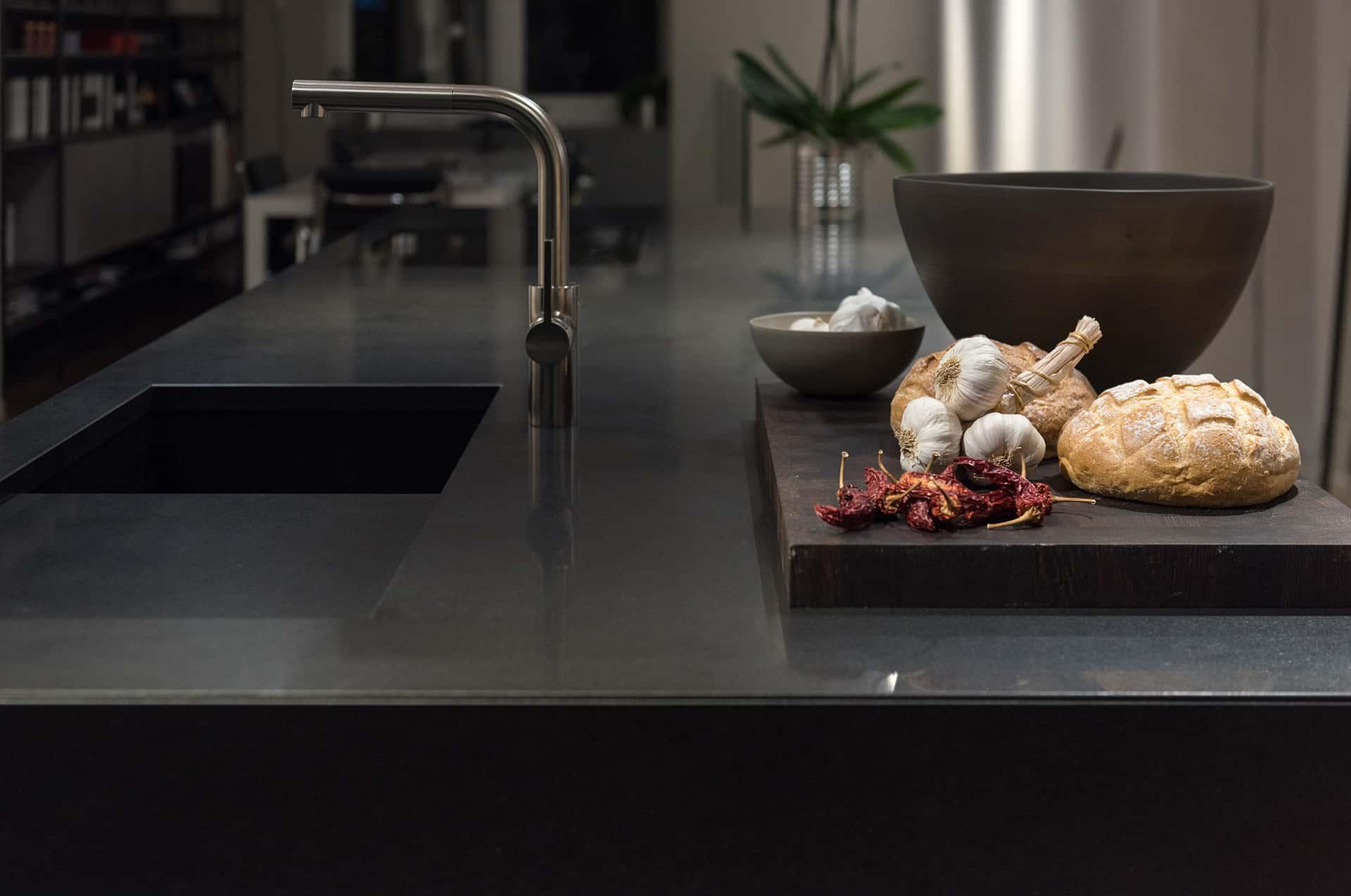 Czarna granitowa kuchnia