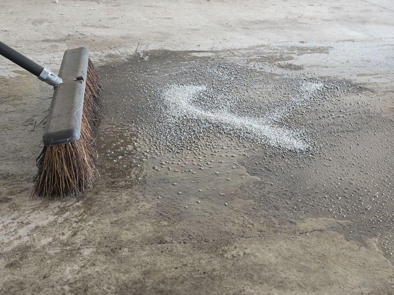 Czyszczenie, impregnacja i konserwacja posadzek betonowych - poradnik