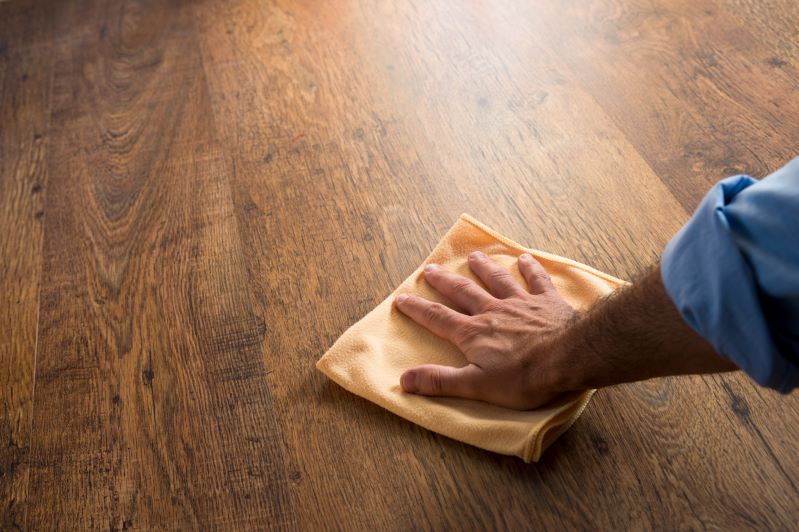 Jak i czym myć podłogę drewnianą? Poradnik