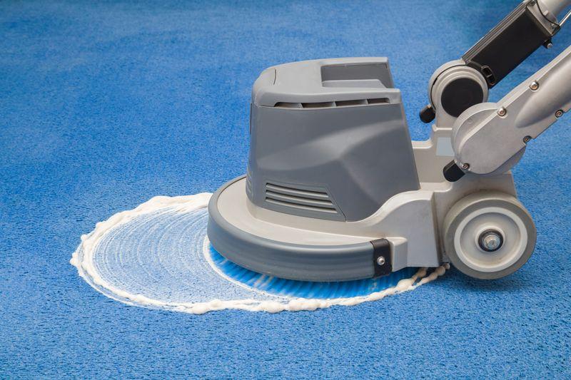 Jak wyczyścić dywan? Metoda na sucho i szamponowanie dywanu