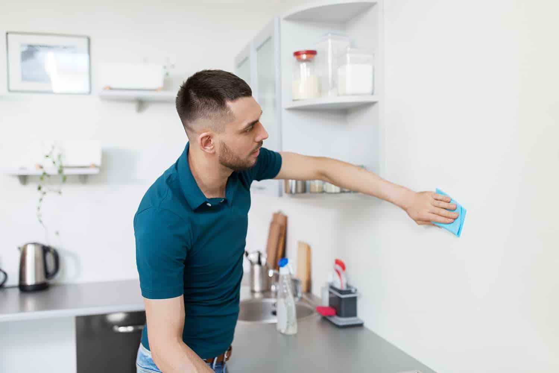 Jak i czym umyć ściany? Porady i polecane środki