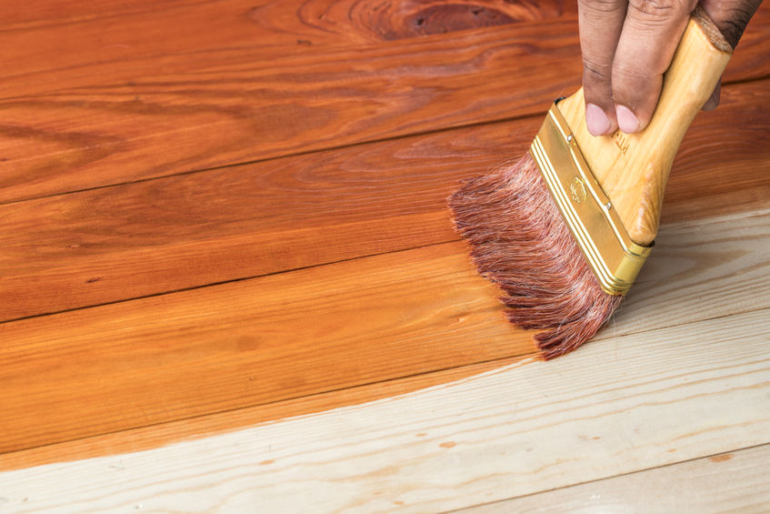 Czym zabezpieczyć nowo położoną  podłogę z naturalnego drewna?