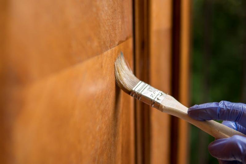 Woskowanie drewna surowego, woskowanie drewna na gorąco i zimno  - przegląd najlepszych produktów